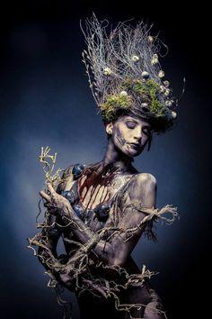 Photographer: Pixolli Studios - Oliver Kremer Stylist/Makeup: Team Gesell Model: Suzi P.