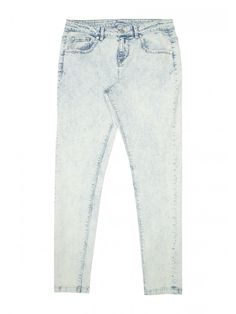 Stylish older girls will love these light acid wash jeans. Featuring front and back pockets and a button and fly fastening, these jeans are the perfect base ...