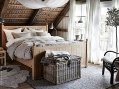 Um quarto rústico pode inspirar o descanso do campo.