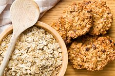 Quick and Easy Shortcut Oatmeal-Raisin Cookies Chocolate Oatmeal Cookies, Oat Cookies, Oatmeal Raisin Cookies, Healthy Cookies, Healthy Snacks, The Oatmeal, Oat Cookie Recipe, Cookie Recipes, Muesli Bio