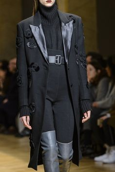 Aquilano.Rimondi at Milan Fashion Week Fall 2017 - Details Runway Photos