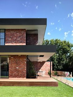 California – design home with recycled brick in the exterior and stylish bright interior Modern Brick House, Brick House Designs, Brick Design, Modern House Design, Modern House Facades, Brick Cladding, Brick Facade, Facade House, Exterior Cladding