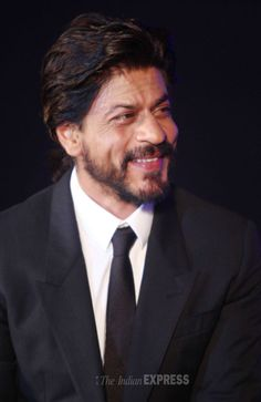 Shah Rukh Khan looks dashing at Gitanjali Bollywood Night. #Style #Bollywood #Fashion #Handsome