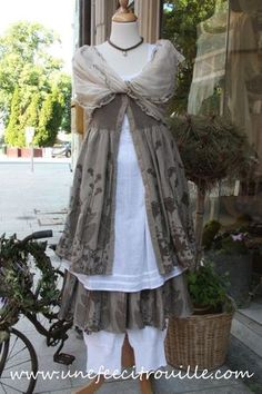 mushroom grey and white layered dress Mode Shabby Chic, Mode Chic, Boho, Bohemian Style, Robes Country, Fru Fru, Layered Fashion, Romantic Outfit, Layering Outfits
