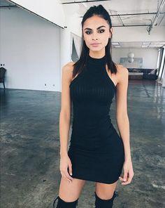 Vestido preto colado