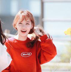 Kpop Girl Groups, Kpop Girls, Yuri, Future Girlfriend, Header Tumblr, Current Mood Meme, Icon Gif, Japanese Girl Group, Kim Min
