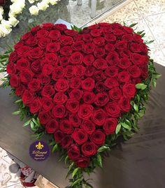 Сегодня день роз  Не хотите отдать полностью своё сердце  подарите замену благоухающую и прекрасную. 101 роза  Новый Арбат 15  Заказ по телефонам: 8926-666-73-39  8909-937-96-97 by lebouquet_moscow