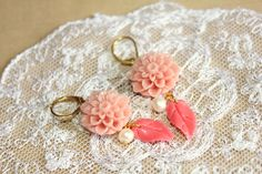"""Elegant coral shabby chic daisy - romantic dangle vintage style earrings with fresh water pearls.  1 pair (2 pieces) of dangle earring , coral and pink salon color , the hooks are nickel free , if you want to replace them with goldfield please convo me .  the daisy is 18 mm made of acrylic , the all earring is 2"""" beautifully made ."""