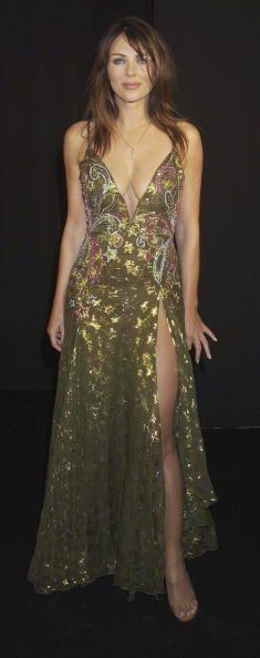 The actress and model Elizabeth Hurley in her most vivacious looks by Versace. Elizabeth Hurley Bikini, Elisabeth, Gorgeous Women, Beautiful Outfits, Versace, Celebrity Style, Celebrity Outfits, Sexy Women, Celebs