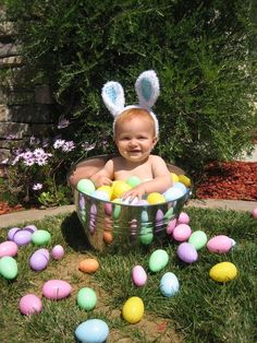 Make this Easter & Spring memorable by clicking the best Easter Photos with your kids. Check out best Easter Photoshoot ideas for Babies, Toddlers and kids. Baby Monat Für Monat, Baby Girl Pictures, Easter Pictures For Babies, Poses Photo, Photo Shoot, Easter Story, Baby Boy Photography, Photography Ideas, Jolie Photo