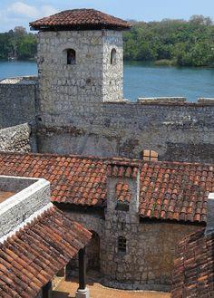 Castillo de San Felipe, Izabal, Guatemala.  Photo: Kalense Kid, via Flickr