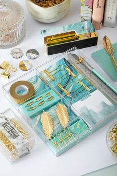 A stationery set that is one of a kind with the feather details and aqua marble shades. Hints of gold make it really stunning overall. Great for your desk or as a gift. The set consists of binder clips push pins washi tape pen memo pad clip and brooch. Stationary School, Stationary Set, School Stationery, Cool School Supplies, Cute Office Supplies, Diy Stationery Set, Stationery Design, Aqua, Gold Office