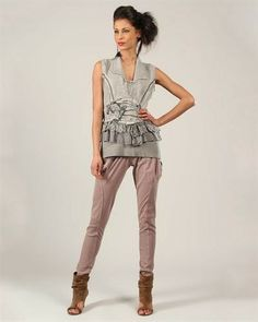 """""""Size: Angels Never Die Printed Ruffled Blouse Made In Europe Size S original brand name Angels Never Die item Apparel product type Blouse made in TURKEY Condition brand new Gender women Material 60% cotton, 35% linen, 5% elastane Neck type collared Sleeves sleeveless size S"""""""