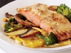 Salmon Broccoli Gratin - one pan, make ahead, freeze and cook from frozen. Healthy Menu, Healthy Eating, Healthy Recipes, Lemon Caper Chicken, Broccoli Gratin, Maple Salmon, Salmon And Broccoli, Meals, Cooking