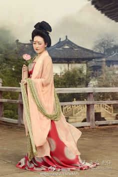 Reconstructing the ancient Chinese Tang Dynasty Chinese Clothing Traditional, Traditional Fashion, Traditional Dresses, Ancient China Clothing, Dynasty Clothing, Asian Fashion, Chinese Fashion, Glamour Photography, Chinese Culture
