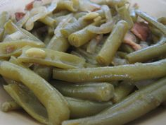 Paula Deen's recipe for fresh green beans, seasoned with chicken broth, bacon or salt pork and onions.