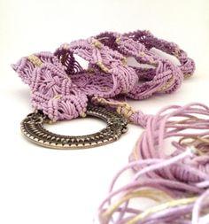 Cintura in cotone rosa e lino grezzo medaglione di morenamacrame