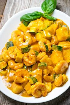 No bland flavours over here this easy from scratch thai yellow thai yellow curry shrimp with pineapple keviniscooking forumfinder Gallery