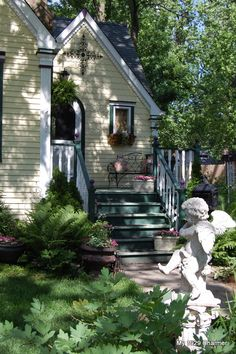 Our Cottage Front Garden…. – My 1929 Charmer Cottage Front Garden, Cottage Porch, Sun Garden, Cottage Homes, Cottage Style, Rose Cottage, Small Front Gardens, Farm Gardens, Cottage Gardens