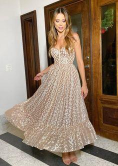 French Fashion Tips .French Fashion Tips Gossip Girl Fashion, Look Fashion, Korean Fashion, French Fashion, Spring Fashion, Dress Outfits, Fashion Dresses, Prom Dresses, Glamorous Dresses