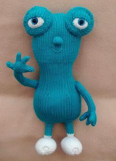 Um Oh - star of BabyTV s The Cuddlies - handknitted soft toy