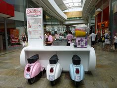 Ice cream Kiosk by dawn.v, via Flickr Kiosk Design, Cafe Design, Retail Design, Store Design, Restaurant Concept, Cafe Restaurant, Restaurant Design, Gelato Shop, Bubble Waffle