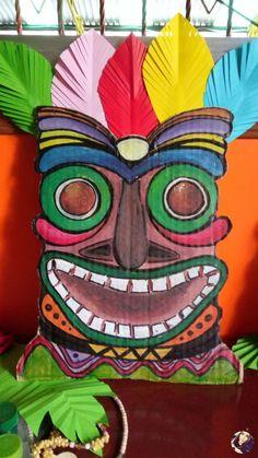 23 Clever DIY Christmas Decoration Ideas By Crafty Panda Luau Theme Party, Aloha Party, Moana Birthday Party, Hawaiian Birthday, Luau Birthday, Tiki Party, Beach Party, Jungle Decorations, Hawaiian Party Decorations