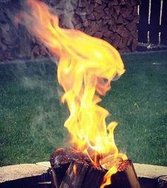 Un visage en feu
