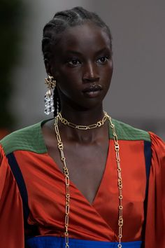 Tory Burch Spring 2020 Fashion Show Details. All the fashion runway close-up details, shows, and handbags from the Tory Burch Spring 2020 Fashion Show Details. Beautiful Dark Skinned Women, Beautiful Black Women, Black Girl Aesthetic, Brown Skin Girls, Dark Skin Beauty, Black Models, African Beauty, Black Girl Magic, Fashion Pictures