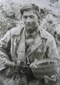 2nd company, Fallschir.sanitater.abteilung 7. (2/fallsch.San.abt7) Jumped at Heraklion, Crete 1941 - a whole medical company parachuted in and faught as Jagers then turned in their (offensive) weapons and wore the red cross resuming medical duties....