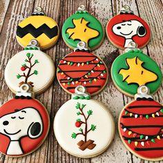 christmas cookies royal icing Snoopy and Woodstock Christmas Tree Ornament Cookies Charlie Brown Christmas Tree, Snoopy Christmas, Christmas Goodies, Christmas Treats, Christmas Baking, Christmas Christmas, Christmas Ornament, Ornament Tree, Christmas Tree Cookies