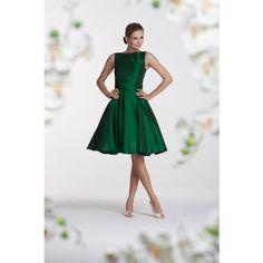 Den här klänningen ska jag ha på mig, fast i elfenbensvitt. Jag ska ha ett par blåa skor med öppen tå till.