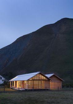 Referencia imagen 62. Viviendas tradicionales en climas templados con cubiertas a 2 aguas y aperturas en sus muros.