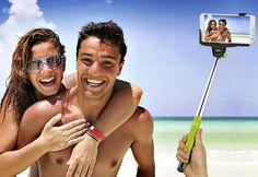 Selfie Stick-ul contine suport pentru fixarea telefonului, reglabil, cu brat telescopic si telecomanda. Telecomanda comunica prin Bluetooth cu telefonul mobil avand 2 butoane pentru declansarea poz...