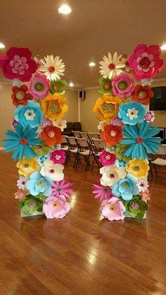 Resultado de imagen para decoraciones hawaianas con flores de cartulina
