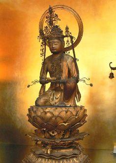 勢至菩薩 Đại Thế Chí Bồ tát Mahasthamaprapta Mahāsthāmaprāpta (means Arrival of the great strength) {Ch. 大勢至 Dàshìzhì (often simplified in shìzhì 勢至), Jp. 勢至 Seishi Vi. Đại Thế Chí Bồ tát, Tib. Thu-ch´en-Thob} is a bodhisattva mahāsattva that represents the power of wisdom, often depicted in a trinity with Amitābha Buddha and Avalokiteśvara bodhisattva, especially in the Pure Land Buddhism.