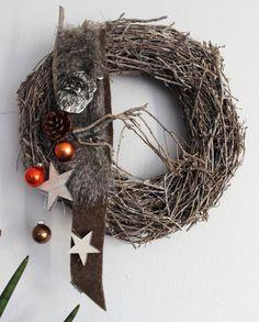 Dekokranz für Innen und Aussen! Weidenkranz dekoriert mit einem Weihnachtsmannkopf, Filz und Fellband Sternen und Kugel! Preis 34,90€