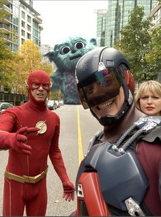 Melissa Supergirl, Supergirl And Flash, Legends Of Tomorrow Cast, Foto Flash, Flash Funny, Superhero Shows, Flash Wallpaper, The Flash Grant Gustin, Cw Dc