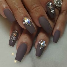 Love this on nude or light pink nails!