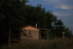 Cabin in Stamping Ground, Kentucky. Photograph by Dean Holt.