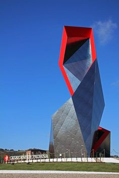 EN - The Crown, an installation commissioned and created by Casalgrande Padana to a design by Daniel Libeskind, was inaugurated on 17 October 2015 on the Dinazzano roundabout at the Casalgrande-Sassuolo junctionThe Crown is a spectacular new...