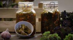 Kimchi van spruiten uit 'Kool en microben' #KMVB #kokenmetvanboven #kimchi #fermenteren #voorgerecht #flowersprouts