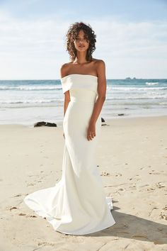 In general, the choice of beach wedding dresses is endless. Such a romantic type wedding is much deserving of a simple sexy wedding dress. Sexy Wedding Dresses, Elegant Wedding Dress, Sexy Dresses, Ivory Wedding, Modest Wedding, Wedding Bride, Relaxed Wedding Dress, Backless Wedding, Casual Wedding
