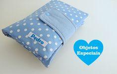 Porta Fraldas, Lenço Umedecido e Pomada / Kit Higiene para bebês  - 1 bolso para fraldas (Cabem até 3 fraldas)  - 1 bolso para pomada etc  - 1 bolso para os lenços umedecidos  - Personalizado (Com Nome)    MOSTRUÁRIO DE TECIDOS:  - Lembre-se: Se desejar montar um kit a partir de 3 peças da loja p...