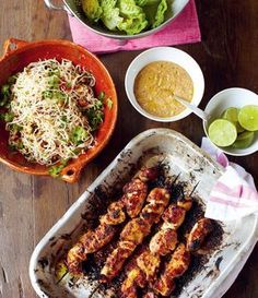 Hühnerspieße: Rezept von Jamie Oliver - New Site Spicy Pasta Salads, Jamie Oliver 15 Minute Meals, Jamie's 30 Minute Meals, Jamie Oliver Chicken, Vegan Meal Plans, Vegan Curry, Chicken Skewers, Fun Cooking, Asian Recipes