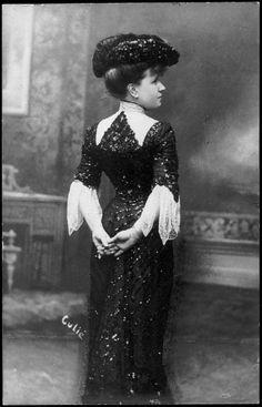 Minnie Milton, 1900