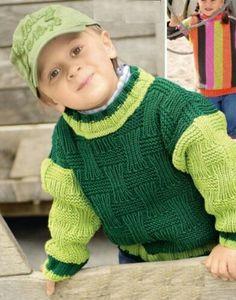 Детям лучше всего вязать яркие и красивые свитера. Сочетание зелёного и светло-зелёного цветов выгодно подчёркивают фактуру рельефного узора. А свободный крой свитера позволят малышу переодевать его без затруднений.
