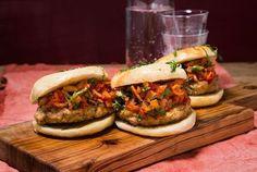 Italienske burgere Beste Burger, Vinaigrette, Salmon Burgers, Tacos, Food Porn, Mexican, Ethnic Recipes, Mexicans, Vinaigrette Dressing