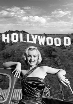 - Marilyn Monroe was born as Norma Jeane Mortenson on June 1926 in Los Angeles, California. Gray Aesthetic, Black And White Aesthetic, Bad Girl Aesthetic, Aesthetic Collage, Aesthetic Photo, Aesthetic Pictures, Arte Marilyn Monroe, Marilyn Monroe Photos, Marilyn Monroe Wallpaper