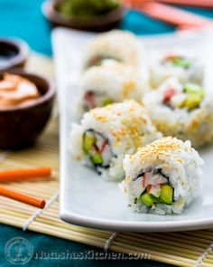 How to make an easy California Roll and perfect sushi rice. Step-by-step photo tutorial for homemade California Rolls (includes a spicy mayo recipe! Sushi Recipes, Asian Recipes, Dinner Recipes, Cooking Recipes, Ethnic Recipes, Japanese Recipes, What's Cooking, Surimi Sushi, Sashimi